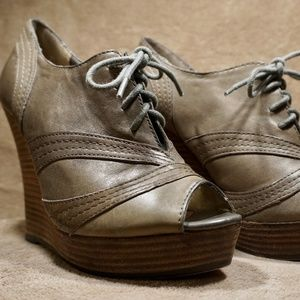Seychelles Lace Up Gray Leather Wedge Heels Size 7